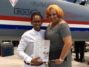 Chery-Anne Bernadina poseert met diploma en trotse moeder