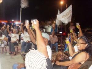 Aanhangers proosten op het succes van Pro Kòrsou - foto: José Manuel Dias