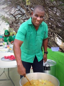 Partijleider humphrey Davelaar belooft altijd soep te blijven maken voor het volk. Foto: Elisa Koek