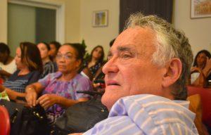 Bob Pinedo op de voorlichtingsbijeenkomst | Foto: Dick Drayer