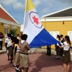 Het hijsen van de vlag van Bonaire - foto: Janita Monna