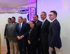 Deelnemers aan de conferentie onder wie Mike Eman, Eugène Rhuggenaath, Henk Kamp, Joselito Statia en Elvis Tjin-Asjoe - foto: Janita Monna