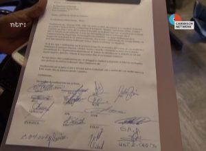 Brief van de vakbonden aan de gouverneur - foto: Jose