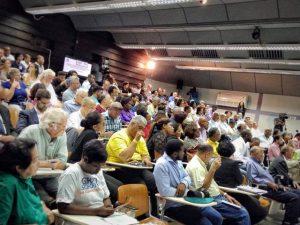 Het politiek, economische debat werd goed bezocht - Foto: Elisa Koek