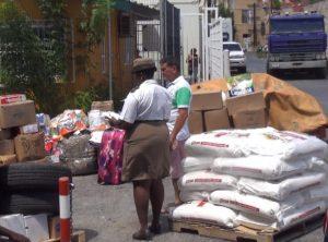 De douane controleert de goederen die naar Venezuela gaan - foto: