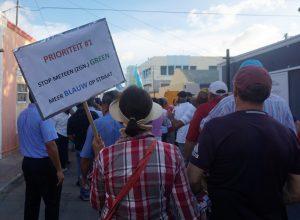 De protestmars tegen toenemende criminaliteit kende een hoge opkomst - foto: Sharina Henriquez