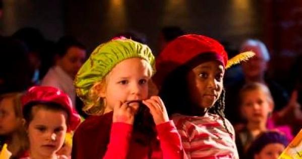 Kinderen bij het Sinterklaas Journaal - foto: NTR